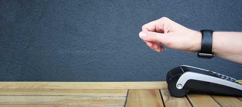 Un'estate calda per gli smartwatch: pagheremo con l'orologio?